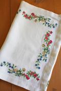 北欧刺繍/ヴィンテージテーブルランナー/ベリー&ベリー