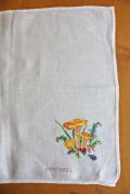 北欧刺繍/ヴィンテージテーブルセンター/キノコモチーフ