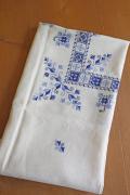 北欧の手仕事/手刺繍のクロス/リネン/104×104cm