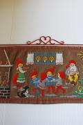 【クリスマス】北欧ヴィンテージ/手刺繍壁掛け/ニッセのファミリー