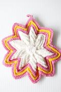 手編みのポットホルダー/ピンクの立体星モチーフ
