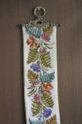 北欧ヴィンテージ/刺繍の壁掛け/フラワーモチーフ