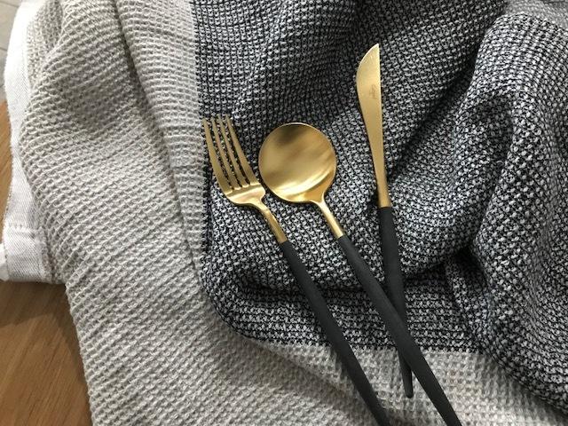 クチポール GOAブラック マットゴールド ディナーフォークとテーブルスプーン