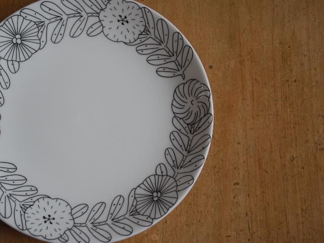 """鹿児島 睦 GUSTAVSBERGのコラボ """"April """"18cm plate BK&WH"""