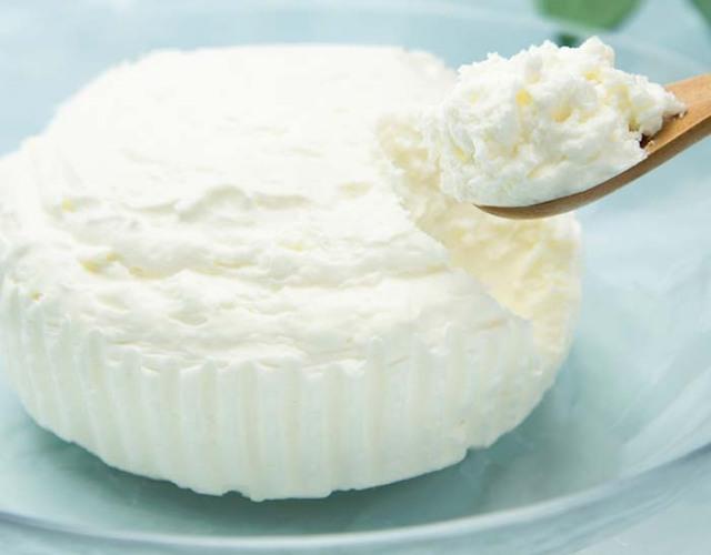 やぎミルクのレアチーズケーキ