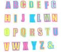 アルファベットワッペンウエアやバッグなど簡単に貼れる!