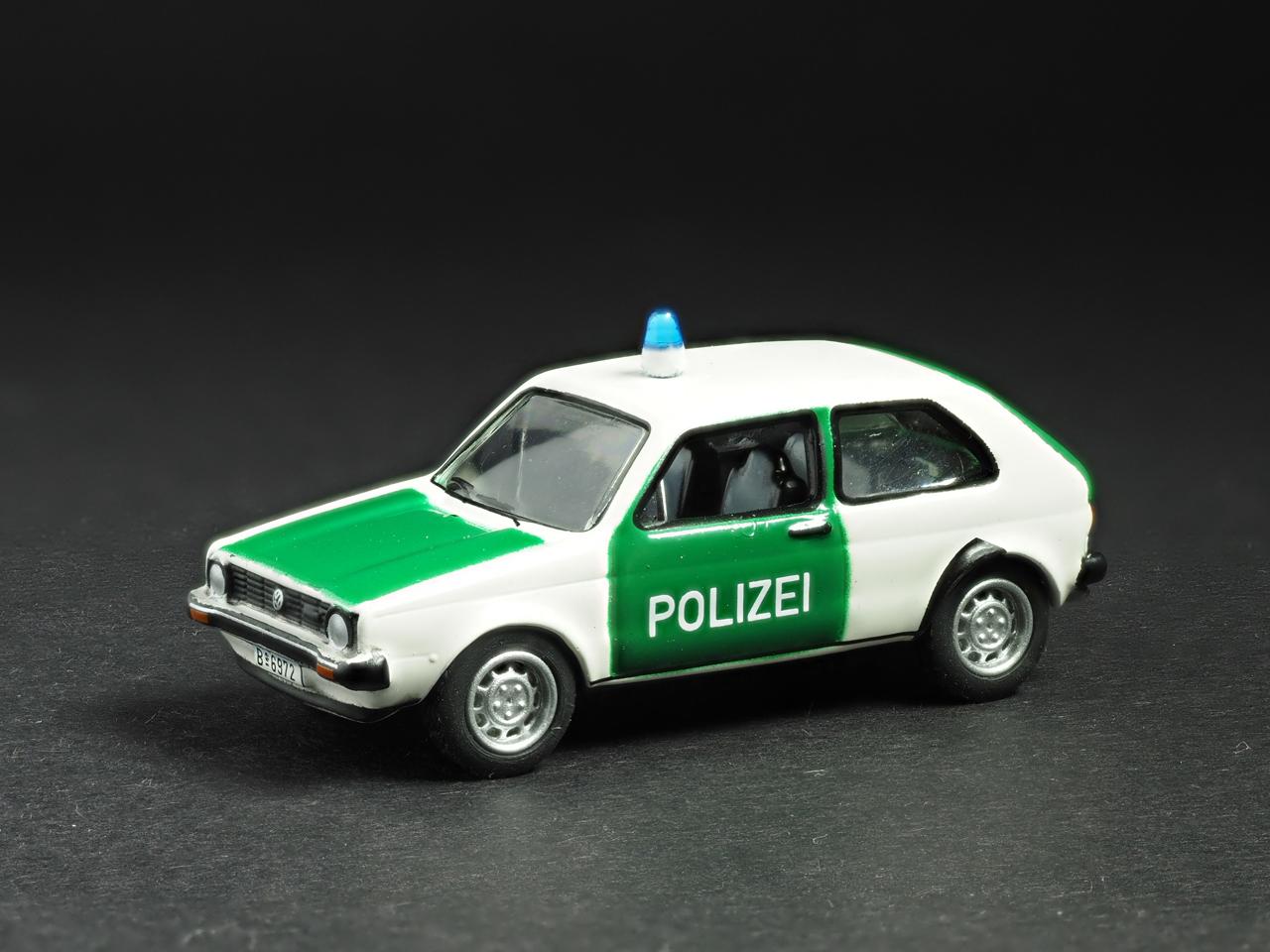 PremiumClassiXXs1/87 VWゴルフ1ドイツ警察_前