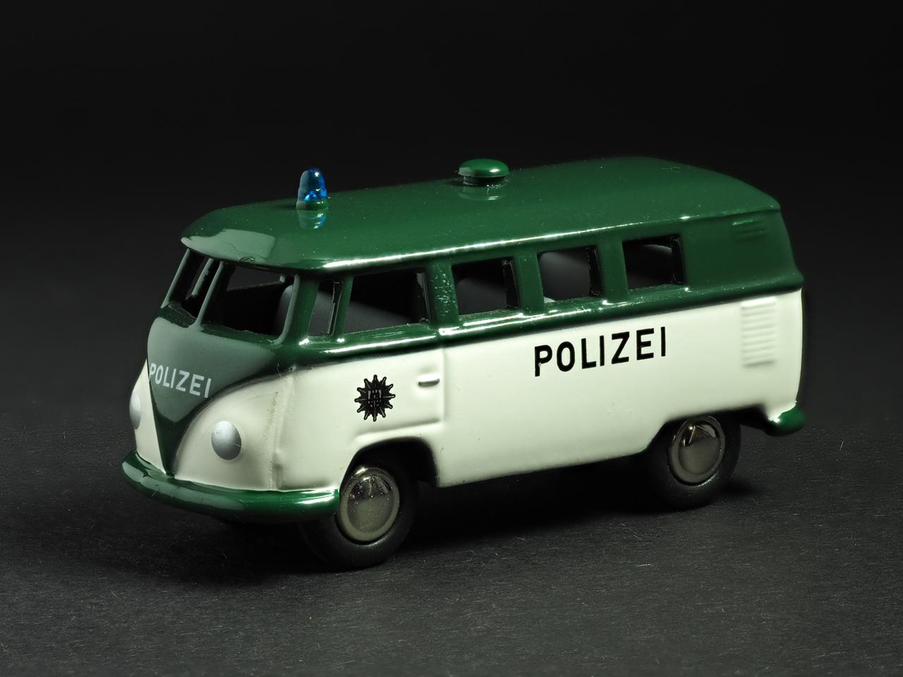 PremiumClassiXXs1/87 VWT1バスドイツ警察_前