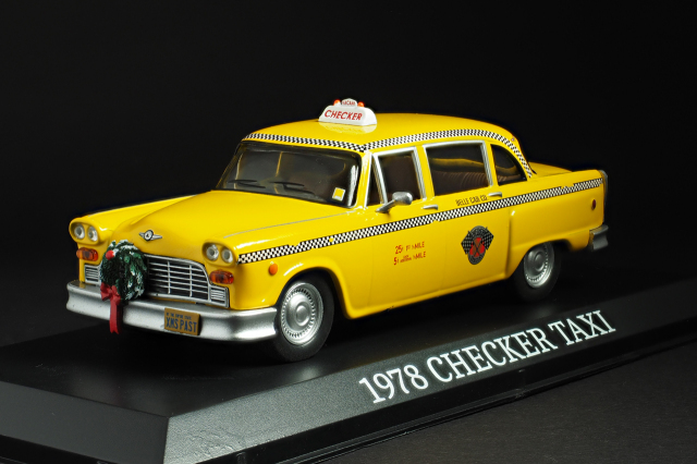GREENLIGHT 1/43スケール 1978 Checker TAXI X'Mas 前面