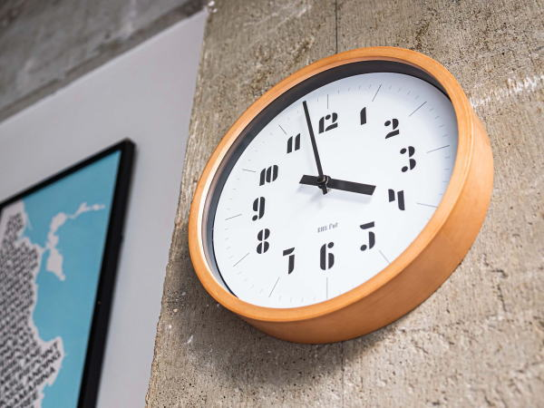 JOSCHMI ウォールクロック (ブラック) バウハウス復活フォント(掛け時計)