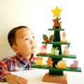 木のおもちゃのクリスマスツリー
