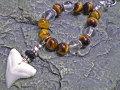 天然石がオシャレ★メジロザメ歯ストラップ【タイガーアイ&水晶】