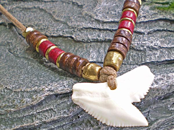 海のお守り★イタチザメ(タイガーシャーク)歯チョーカー