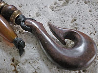 サーファー必見!ウッド(木彫り)キーホルダー フィッシュフック