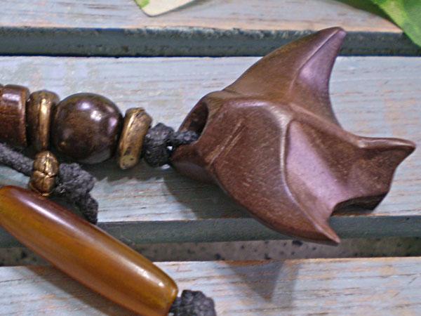 サーファー必見!ウッド(木彫り)キーホルダー マンタ