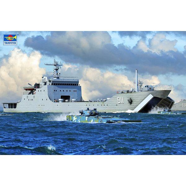 【10月予約】トランペッター 1/700 中国人民解放軍海軍 072A型 大型揚陸艦 スケールモデル 06728