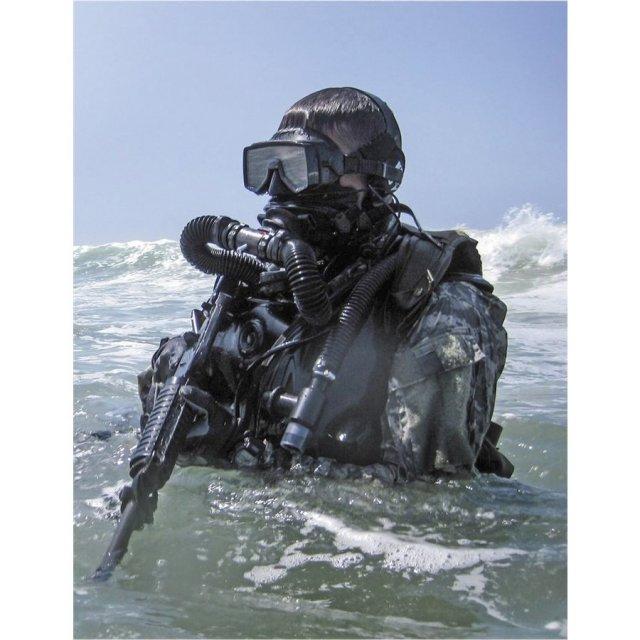 ICM 1/24 アメリカ海軍 特殊部隊 S.E.A.L.隊員 No.2 スケールプラモデル 24112