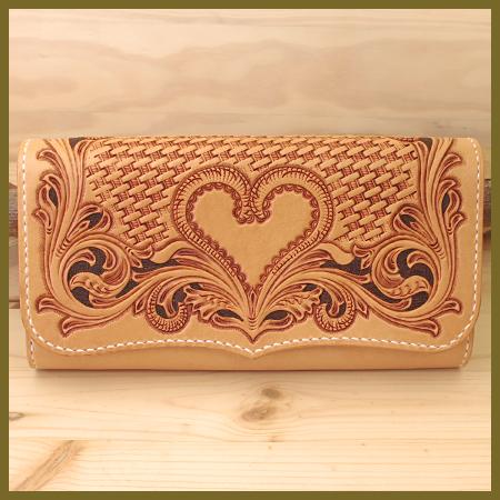 レザーカービング:ハートの可愛い長財布