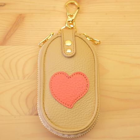 可愛いハートのファスナーキーケース:革小物
