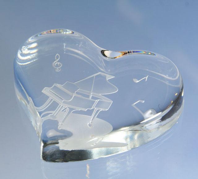 ハート型 ガラス製ペーパーウェイト グランドピアノ ト音記号 音符 音楽雑貨 音楽グッズ 音楽ギフト