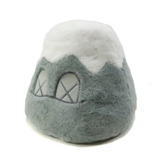 国内正規品 2019SS KAWS HOLIDAY JAPAN 8″ Mount Fuji Plush Grey 新品未使用品 [ カウズ ホリデー ジャパン 富士山 プラッシュ ぬいぐるみ グレー 灰 ]