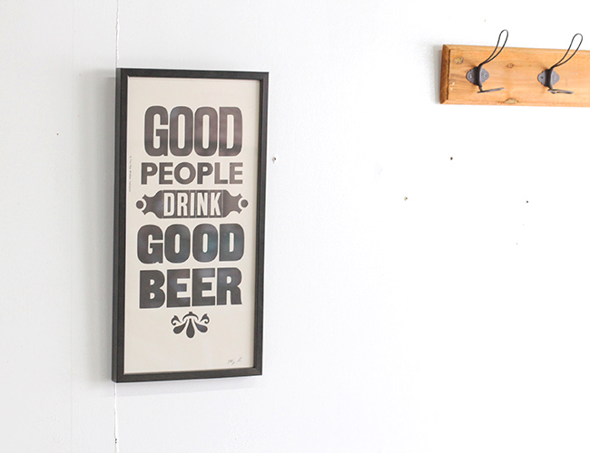 "A TWO PIPE PROBLEM LETTERPRESS   ""GOOD PEOPLE DRINK GOOD BEER""  Mサイズ"