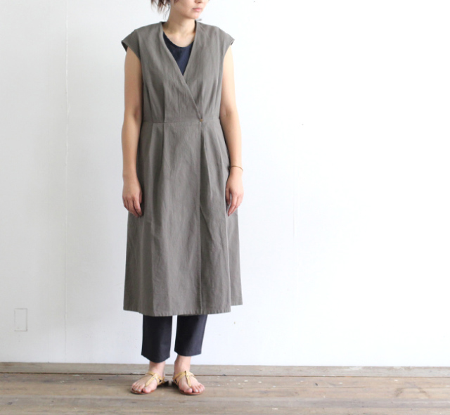 evam eva  エヴァムエヴァ crepe cotton sleeveless robe E192T002