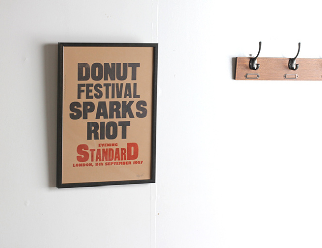 A TWO PIPE PROBLEM LETTERPRESS  DONUT FESTIVAL SPARKS RIOT  Lサイズ