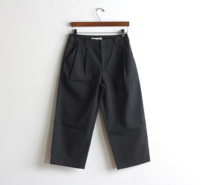 evam eva  エヴァムエヴァ cotton twill wide tuck pants