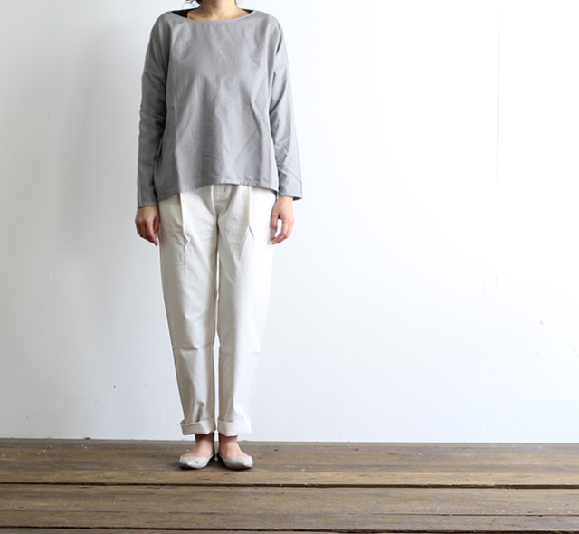 evam eva  エヴァムエヴァ cotton twill tuck pants