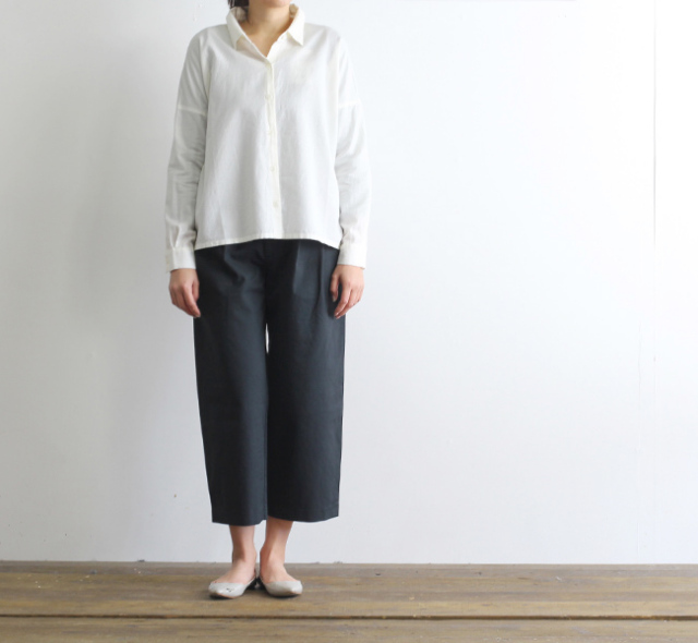 evam eva  エヴァムエヴァ cotton twill wide tuck pants