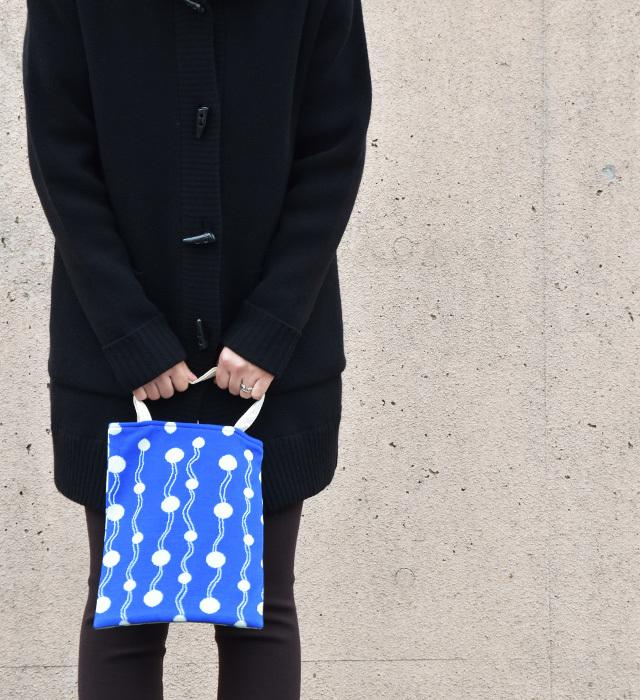 <オリジナルテキスタイル> 波とみずたまニットバッグ/ブルー×ペパーミント