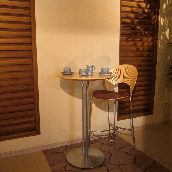 ナナ・ディッツェルの8006トバゴカフェテーブル