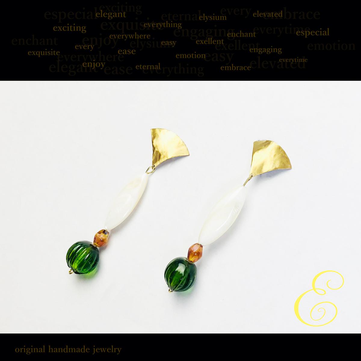 ピアス brass×ホワイトシェル×グラスビーズ E-pi-0023