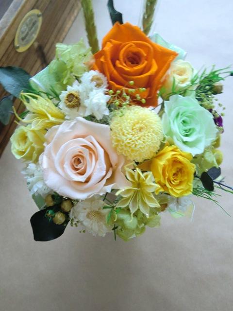 【プリザーブドフラワー】記念日 お見舞い等の贈り物に最適なピーチオレンジ
