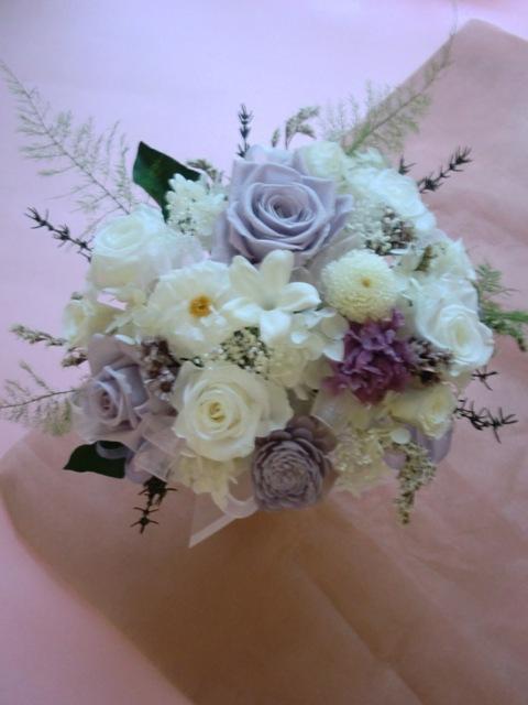 プリザーブドフラワーお誕生日にホワイトを主に選べる4種パープル・淡いグリーン・淡いピンク・ホワイトL
