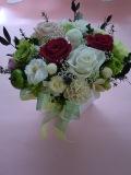 プリザーブドフラワー両親贈呈 退職祝いに木の花器でクラシカルスタイルグリーンラズベリー