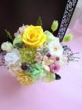 【プリザーブドフラワー】お誕生日 お見舞い等の贈り物に最適なイエローマリアンヌ