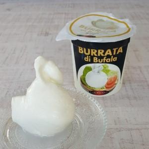 水牛乳製のブラータ