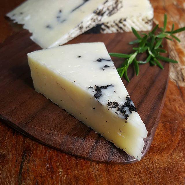マンチェゴ トリュフ 羊乳 マニアック 香り最高
