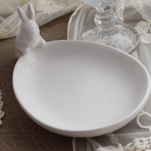 白いうさぎのプレート皿