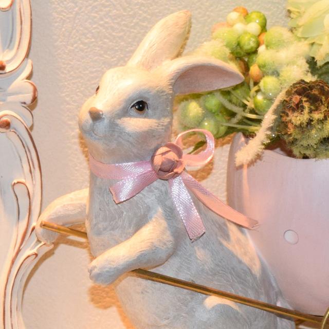 イースター!幸せのピンクの卵を運ぶうさぎ
