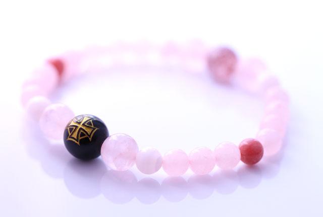 ケルト十字ピンクパワーストーンブレスレット(ローズクォーツ、ピンクエピトード、チューライト、ピンクカルサイト)