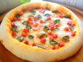 ピザ 青唐辛子とベーコンのトマトソース