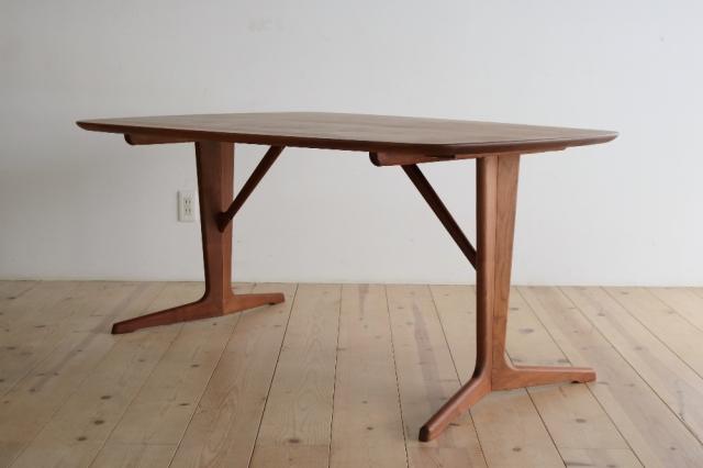 ゲッポダイニングテーブル