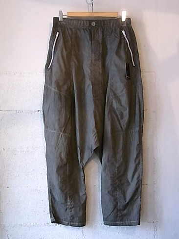 【SALE/セール/30%OFF】[送料無料]SYNGMAN CUCALA/LOW-CROTCH NYLON TROUSERS. 33-151-0001]