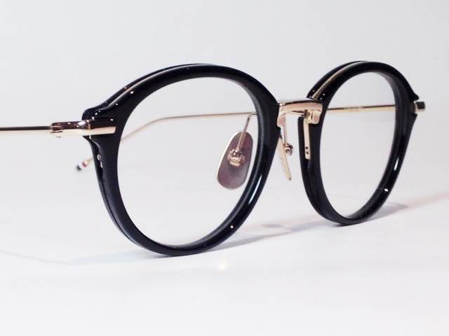 a0082d4f8c2c  送料無料  THOM BROWNE(トム ブラウン) TB-011A-49 ( BLACK SHINY 12K GOLD BRIDGE    TEMPLES   CLEAR LENS)