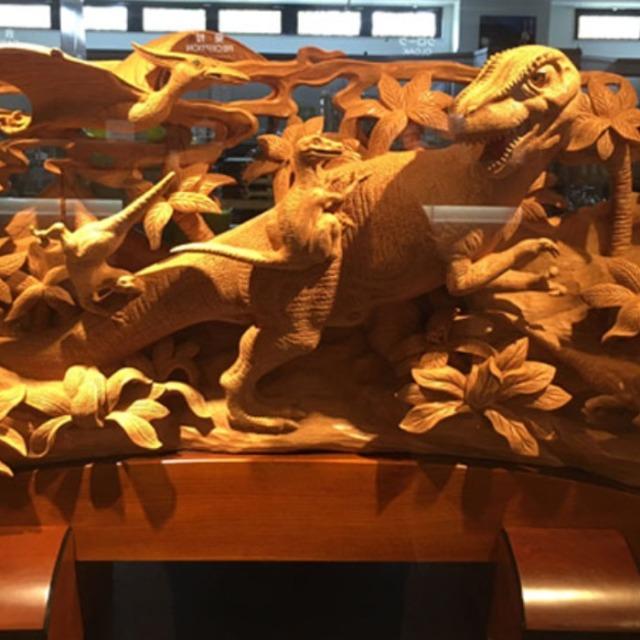 井波彫刻(専用木箱付)鬼板「恐竜」