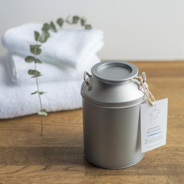 【とみおかクリーニング】 ミルク缶入り粉末洗濯洗剤(計量スプーン付)