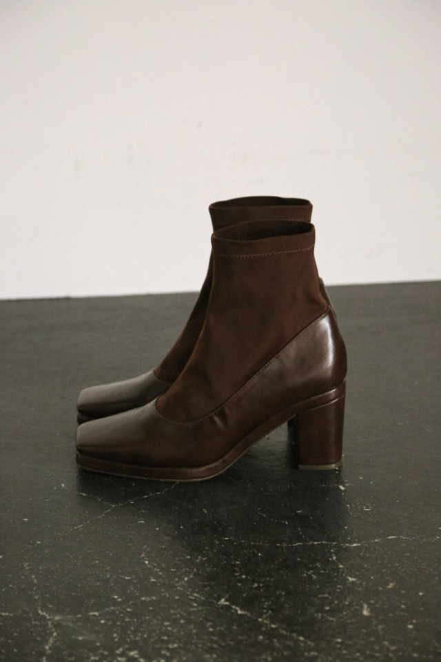 Square toe stretch boots